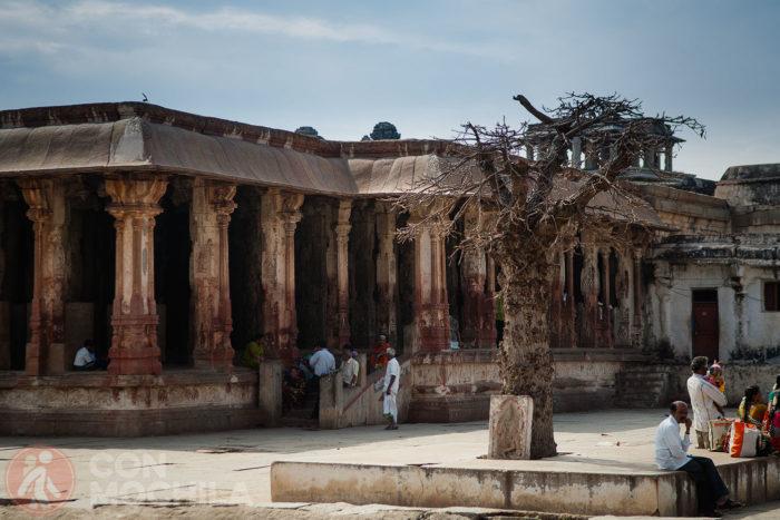 La sala de pilares de cerca