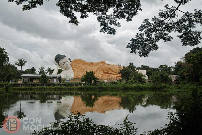 El buda reclinado Myathalyaung. Foto 2007