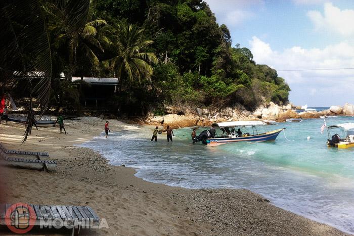 Desembarco de víveres en la playa