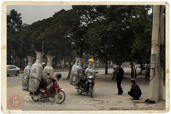 Lo que son capaces de transportar los vietnamitas en una moto...