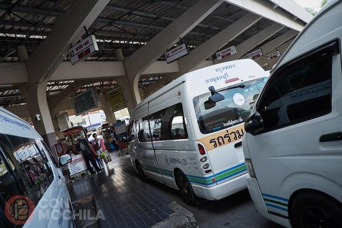 Minivan de Kanchanaburi al aeropuerto de Suvarnabhumi
