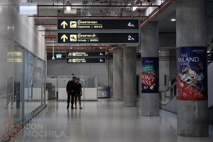 Llegada al aeropuerto, en la planta baja