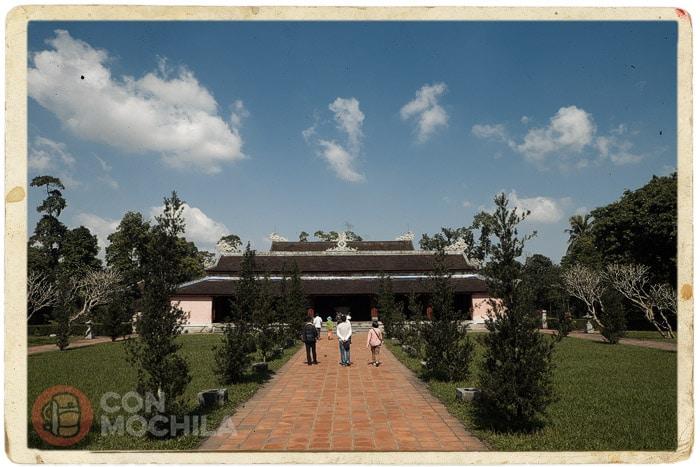 El templo rodeado de jardines