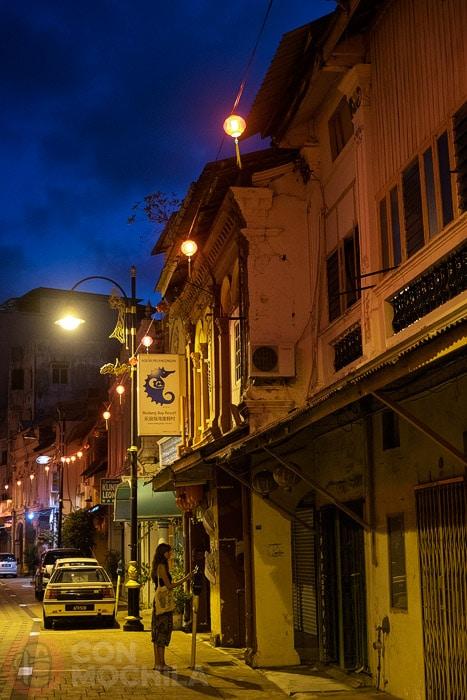 Otra calle con sus farolillos
