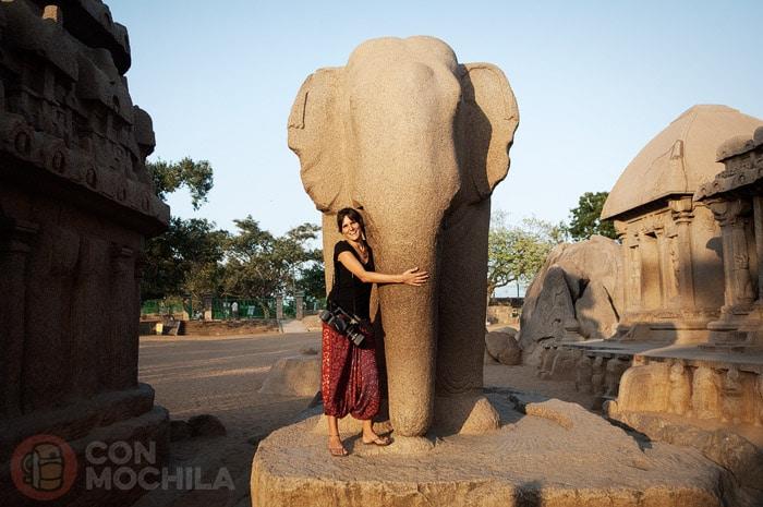 Elefantástico monolito también conocido como gajaprishthakara