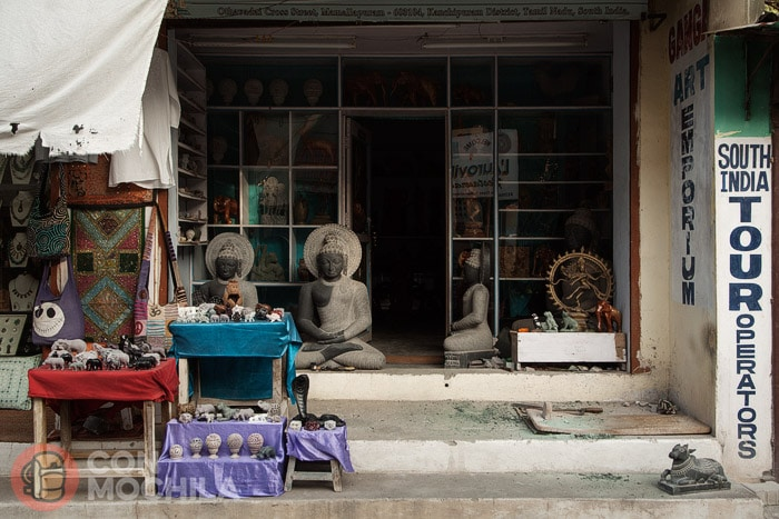 Esculturas en una tienda