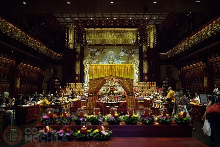 Vista general del interior del Buddha Tooth Relic Temple