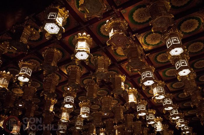 Adornos en el techo del templo