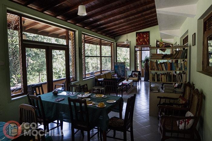 El salón comedor con la terracita a la izquierda