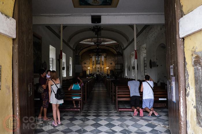 Acceso al interior de la iglesia