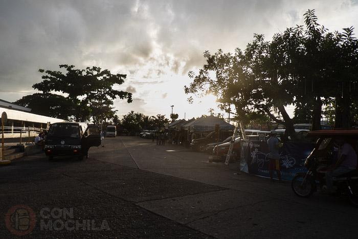 Cómo ir a Boracay: La zona de las minivan frente al aeropuerto