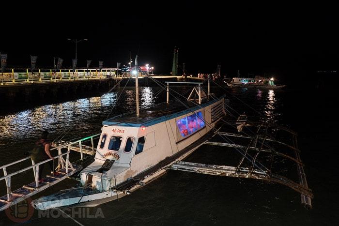 Y nuestro barco esperándonos ya de noche