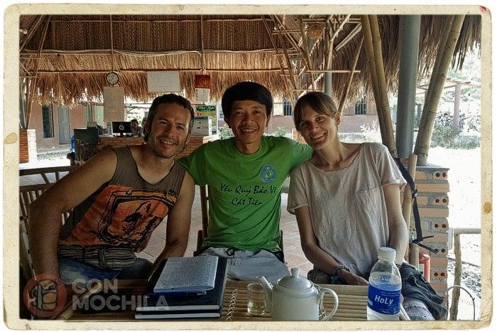 Con le propietario de la guesthouse de Cat Tien
