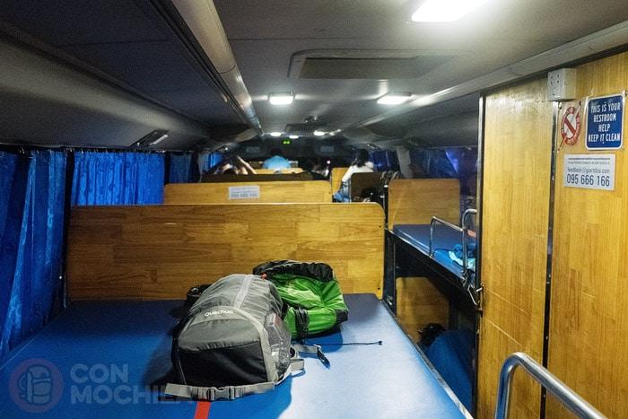 Interior del sleeper bus