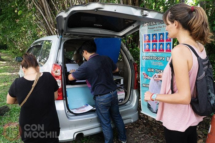 Fotos, fotocopias, trayectos a Tailandia...