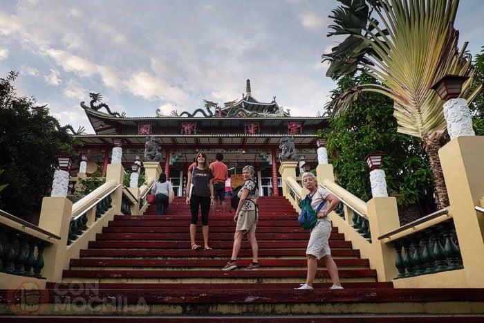 Subiendo al templo
