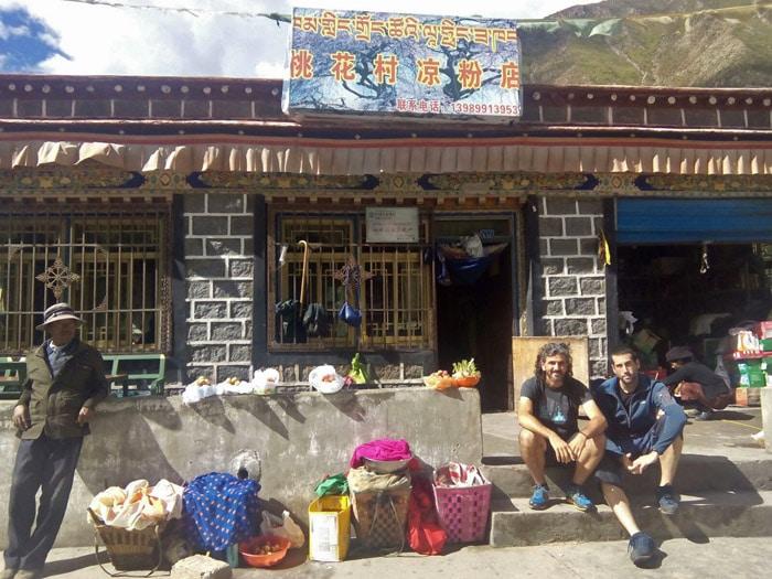 Joanma y Javier en Shigatse, antes de empezar