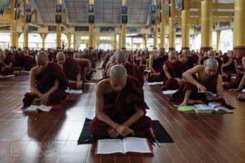 Otra imagen de los monjes