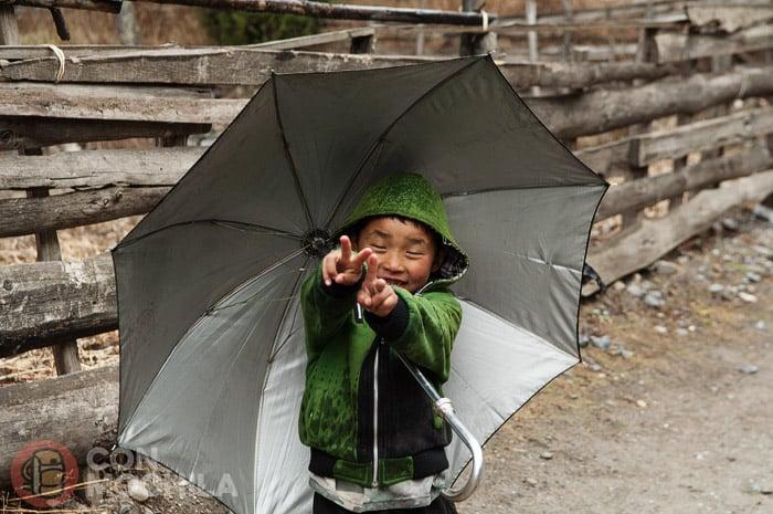 Un niño muy contentode Chame, Nepal