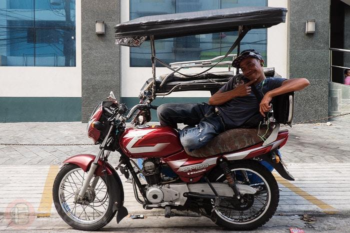 Alegre conductor de Manila