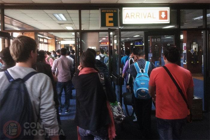 Llegada al hall de entrada de la zona de inmigración