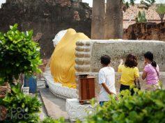Ayutthaya con mochila: uno de los símbolos turísticos de Tailandia