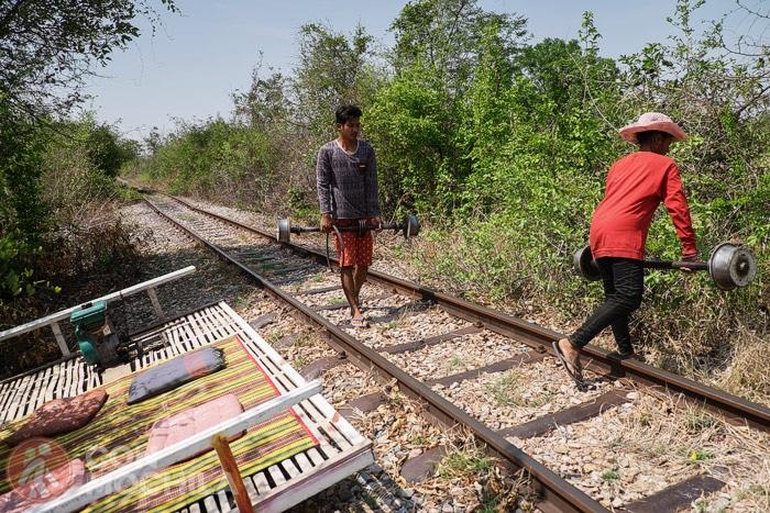 Desmontando el tren de bambú