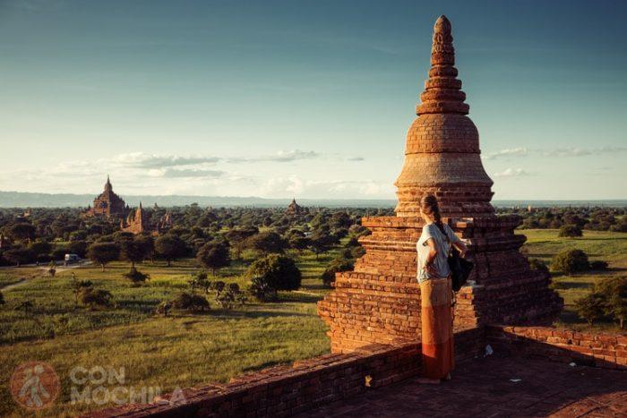 En los templos de Bagan