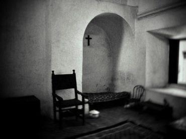 La crónica cósmica. Encerrado en un convento de clausura