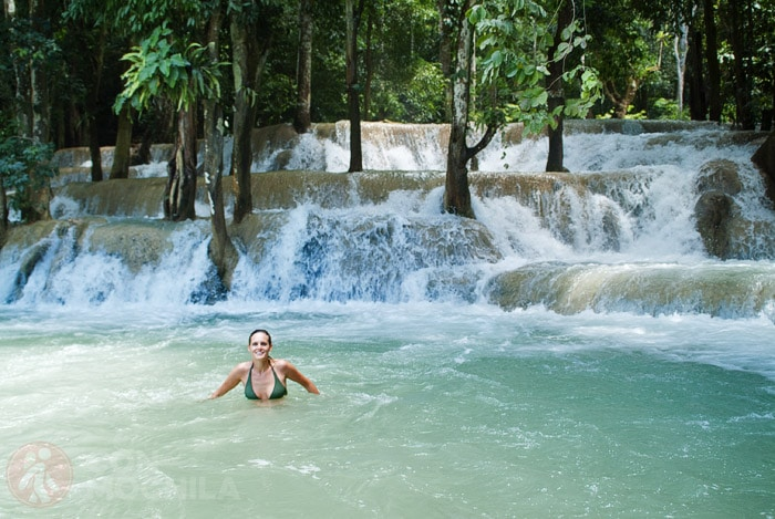 Nadando en las cascadas Tat Sae