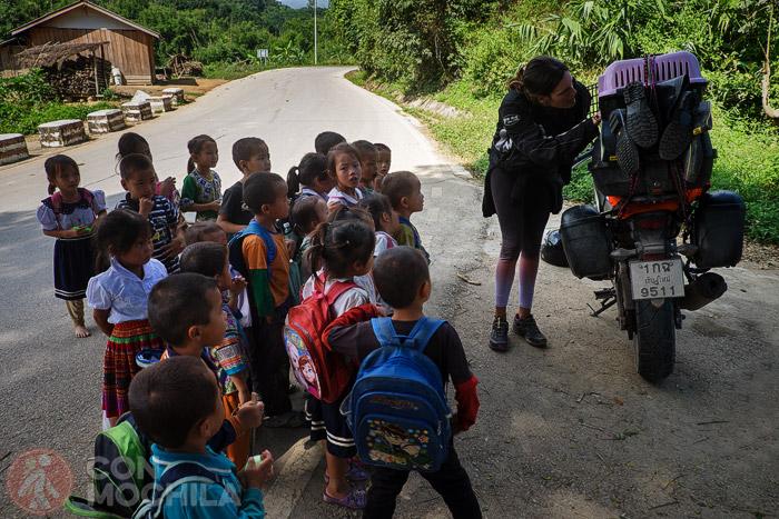 Los niños alucinando con Songkran