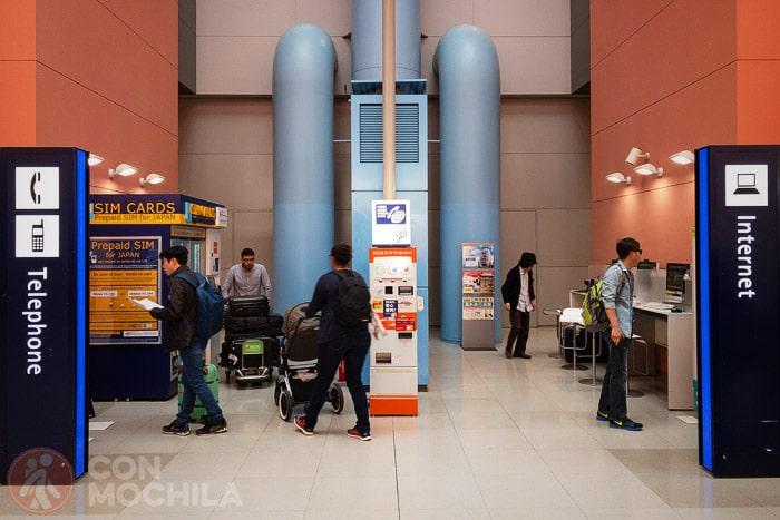 Máquinas con tarjetas SIM en el aeropuerto de Osaka