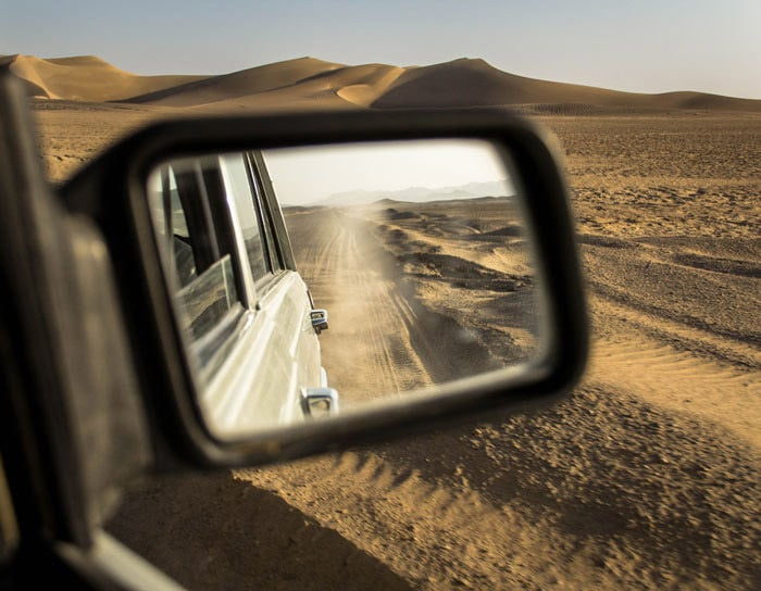 Escapada a Irán: Irán en solitario es toda una aventura. Atravesar el desierto en coche y conducir sobre un lago salado es solo una de ellas.