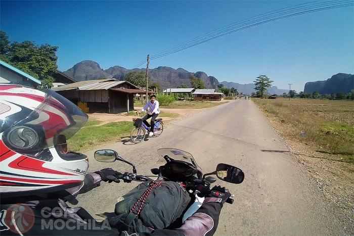 Otro tramo de la carretera a pocos kms de Kong Lor