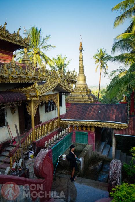 Otro templo de camino a la Kyaikthanlan Paya