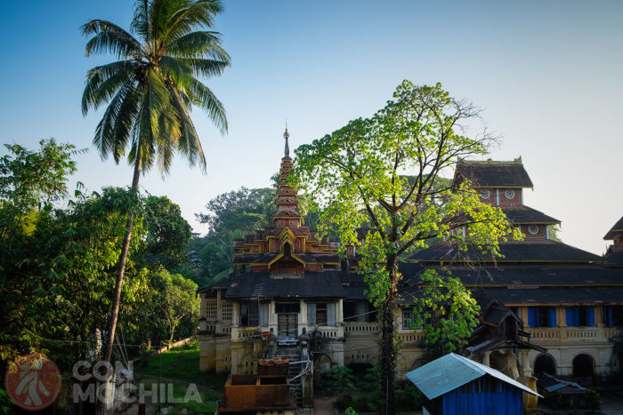 Precioso templo entre la vegetación