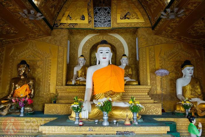 Imagen de Buda en el interior de la pagoda