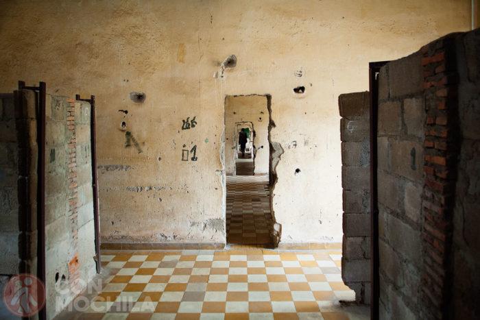Otras clases convertidas en prisión con celdas pequeñas y angostas