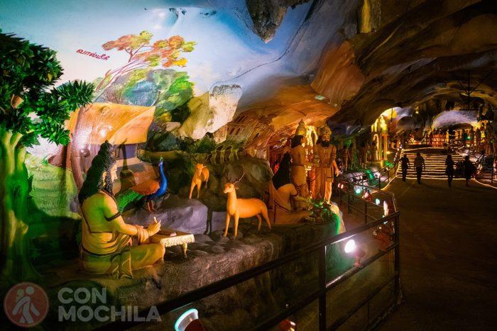 Fiuguras en el interior de la cueva