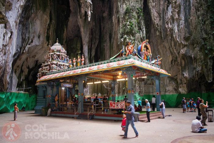 Uno de los templos del interior de la cueva