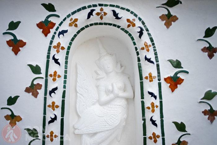 Otro detalle de la ornamentación del prang central