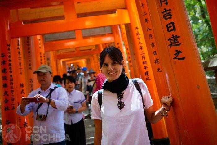Tan contenta en Fushimi Inari