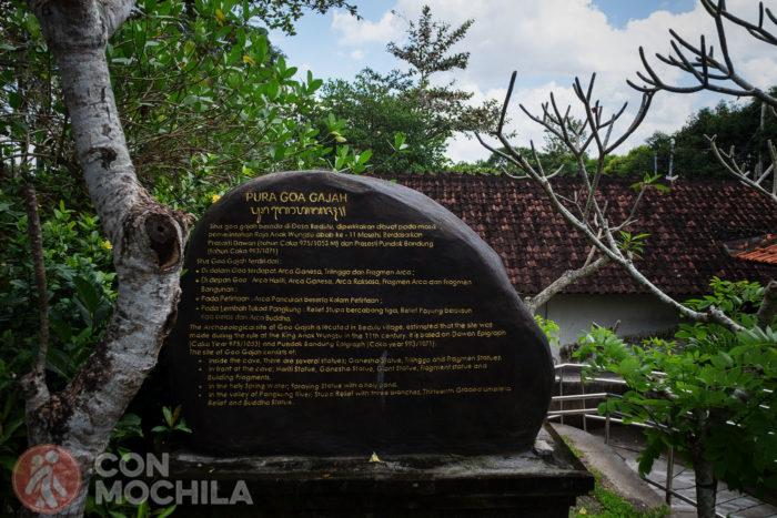 Un poco de información del Goa Gajah tallada en piedra