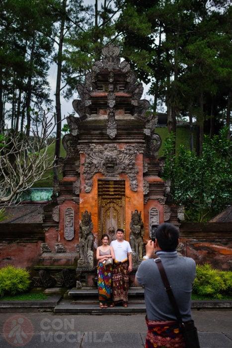 Una puerta de estilo balinés del templo Tirta Empul