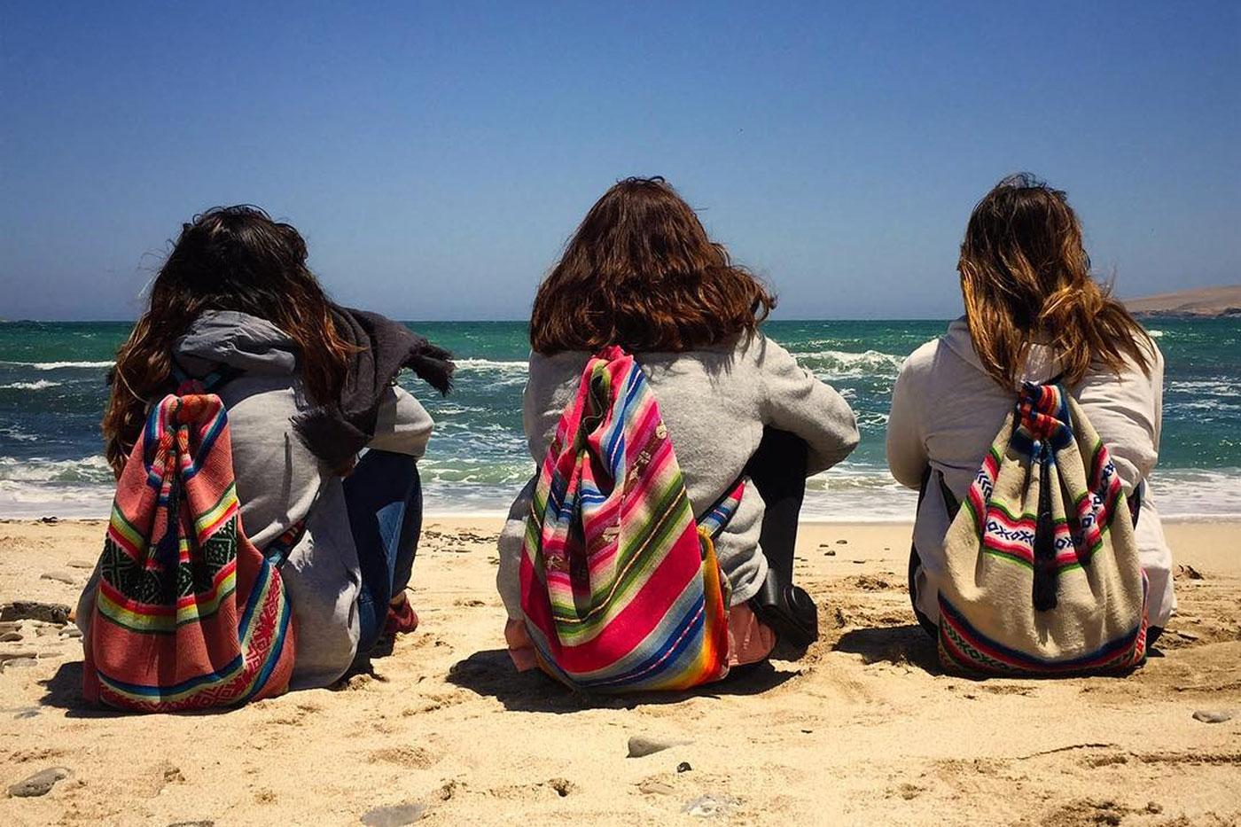 En la playa de Paracas