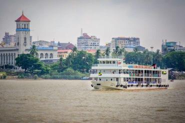Ferry a Dalah Yangon