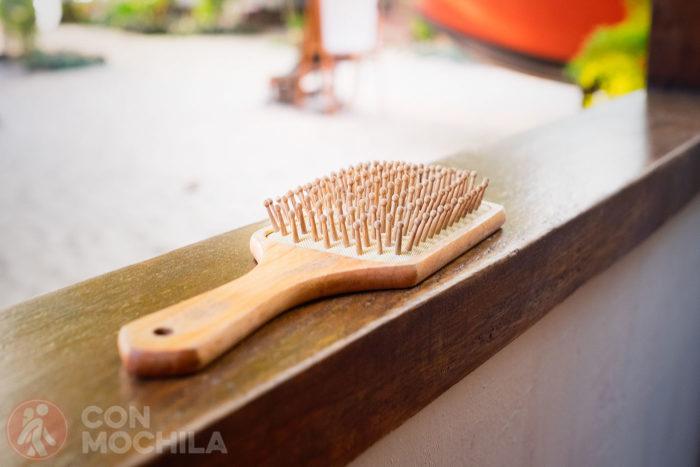 Cepillo del pelo de madera