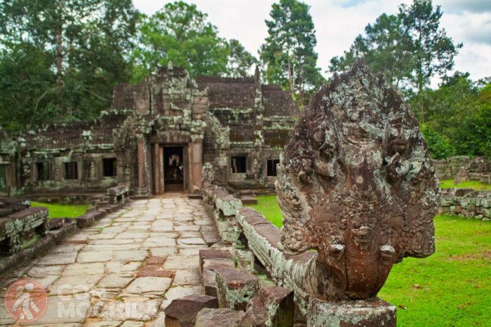 Vista del acceso al templo