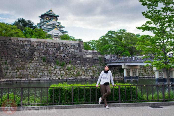 Es castillo, el puente y una chica que pasaba por allí...