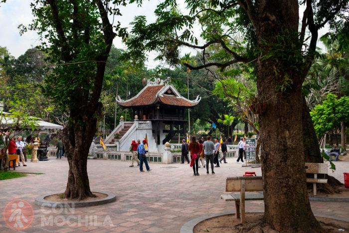 Vista del recinto de la pagoda de un pilar